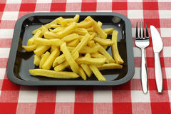 Patate fritte di recente fritte su una zolla Immagine Stock Libera da Diritti