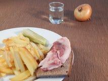 Patate fritte e un vetro di vodka Immagine Stock Libera da Diritti