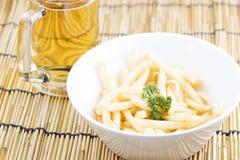 Patate fritte fresche con le birre Immagini Stock