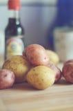 Patate nella cucina Fotografia Stock