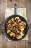 Patate organiche fritte con bacon grasso Fotografia Stock Libera da Diritti