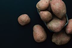 Patate rosse fresche di vista superiore di concetto dell'alimento biologico Fotografia Stock