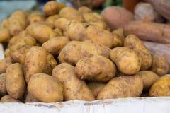 Patate sul servizio Patate per vendere Fotografie Stock