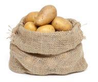 Patate in un sacchetto di tela da imballaggio Immagine Stock