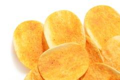 patatine fritte croccanti di sapore caldo e piccante su bianco Fotografia Stock