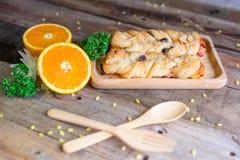 Patatine fritte del pane con l'uva passa e la mandorla fotografia stock libera da diritti