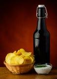 Patatine fritte e birra Fotografia Stock Libera da Diritti