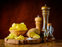 Patatine fritte ed ingredienti Fotografie Stock Libere da Diritti