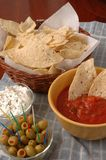 Patatine fritte, salsa, crema acida e Qlives Fotografia Stock Libera da Diritti