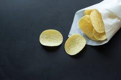 Patatine fritte in un sacco di carta Immagini Stock Libere da Diritti