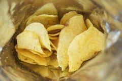Patatine fritte in una borsa aperta Immagine Stock Libera da Diritti