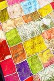 Patchwork av mångfärgade indiska tyger Arkivbild