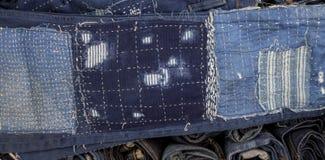 Patchwork de jeans sur des jeans fond, patchwork de denim Image stock