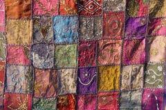 Patchwork de l'indium Places colorées par broderie d'Inde La MU intelligente photographie stock libre de droits