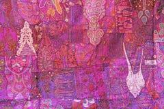 Patchwork ind India broderia barwiący kwadraty Jaskrawy stubarwny różowy lily purpurowy Indiański orientalny tło obraz stock