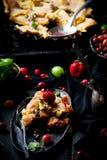 Patchwork truskawka i agresta kulebiak Ciemna fotografia Zdjęcie Royalty Free