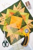 Patchwork zieleni blok, pikuje tkaniny, szwalni akcesoria Zdjęcia Royalty Free