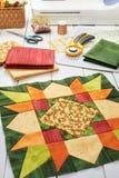 Patchwork zieleni blok, pikuje tkaniny, szwalni akcesoria Zdjęcie Stock