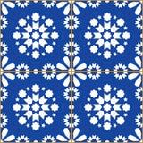 Patchworken belägger med tegel vektordesignen, den geometriska sömlösa modellen Azulejos, den portugisiska marinblåa tegelplattad Royaltyfria Foton