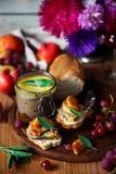Pate för feg lever med caramelized äpplen fotografering för bildbyråer