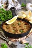 Pate från nötköttlever och grönsaker bakade i stekpanna Royaltyfri Foto