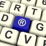 Patente ou marca registrada mostrando chave azul registrada do computador Imagens de Stock