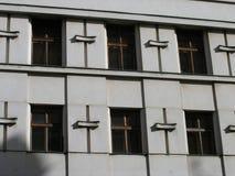 Patern Windows квадратное на старом фасаде Стоковая Фотография