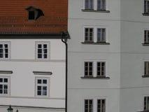 Patern Windows квадратное на старом фасаде Стоковое Изображение RF