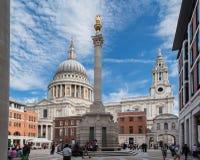 圣保罗大教堂Paternoster广场伦敦 图库摄影