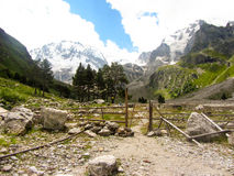 The path in the mountains. Excursion to the mountains of the Caucasus. Summer, Ullu Tau Royalty Free Stock Photos