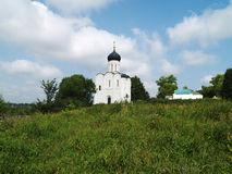 Path to Medieval Church Pokrova-na-Nerli Royalty Free Stock Photography