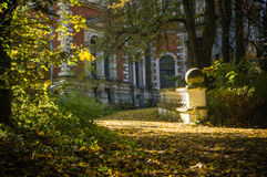 The path to the old house in the Park. Royalty Free Stock Photography