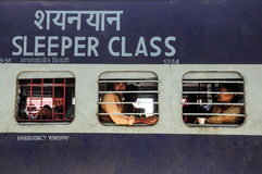 Pathankot, Ινδία, στις 9 Σεπτεμβρίου 2010: Ινδικό τραίνο κατηγορίας κοιμώμεών Στοκ Εικόνες