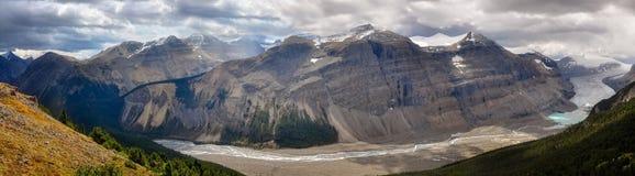 Pathes van zonlicht en schaduwen bij de Gletsjer van Saskatchewan, Rotsachtige Bergen, Royalty-vrije Stock Afbeeldingen