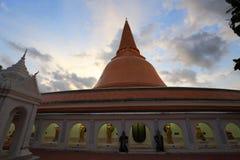 Pathommachedi de Phra, le stupa le plus grand au monde Photo stock