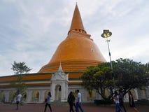 Pathommachedi en stupa i Thailand Royaltyfria Foton