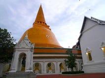 Pathommachedi en stupa i Thailand Royaltyfri Fotografi