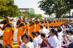 Pathum Thani, ΤΑΪΛΑΝΔΗ - τον Ιανουάριο του 2016: 1,131 μοναχοί από Wat Phra Στοκ φωτογραφία με δικαίωμα ελεύθερης χρήσης