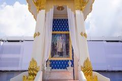 Pathum Thani, TAILANDIA - OCTUBRE 23,2017: La mofa de Mérito-fabricación real de la ceremonia con objeto del HM el último rey Bhu Foto de archivo