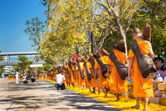 Pathum Thani, THAÏLANDE - janvier 2016 : 1.131 moines de Wat Phr Images libres de droits