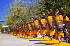 Pathum Thani, THAÏLANDE - janvier 2016 : 1.131 moines de Wat Phra Photos stock
