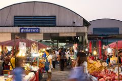PATHUM THANI/Thailand - Mar 22, 2018: Many people are shopping f. Or food at Sapandeang`s market in the evening Royalty Free Stock Photo