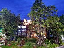 Pathumthani, THAILAND - 8. Juni 2018: Café-Amazonas-Getränkeshop an der Postverwaltungs-Ölstation stockfotografie