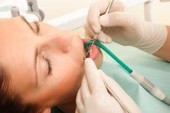 Patiënt bij tandarts 2 stock afbeeldingen
