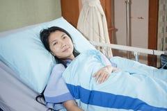 Patiënten aan slaap het glimlachen Royalty-vrije Stock Foto