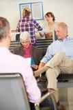 Patiënten in de Wachtkamer van de Arts Stock Foto's