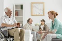 Patiënten en verpleegster royalty-vrije stock afbeelding