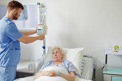 Patient aîné dans le bâti Photographie stock libre de droits