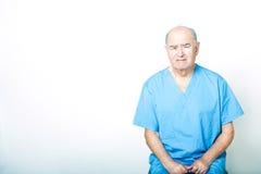 Patient adulte supérieur regardant très bouleversé Photographie stock