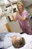 Patient ayant un rayon X Photographie stock libre de droits